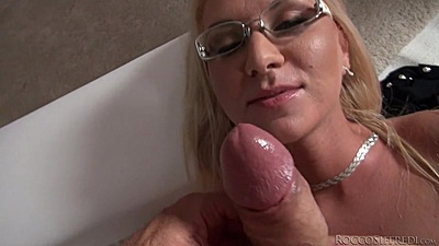 Cock sucking glasses babe Dora A makes it nice