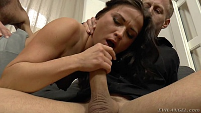 Desperate milf sucking some dick with petite Niki Sweet in 2 on 1