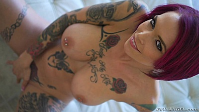 Majestic inked chick Anna Bell Peaks masturbation and evil squirting