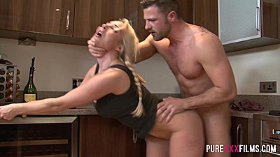 Fabulous standing fuck with younger college student Victoria Summers