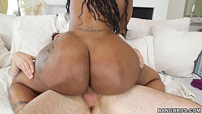 Big bubble butt black girl Victoria Cakes sitting on white penis