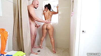 Showering and fucking with lets try some anal Kelsi Monroe