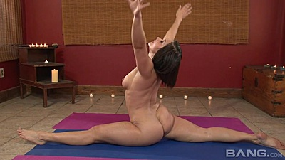 Lovely contortionist Lea Lexus showing nice body
