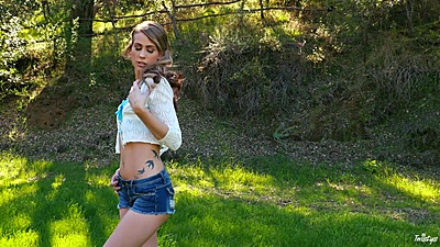 Stripping and touching with nature lover Stefanie Joy