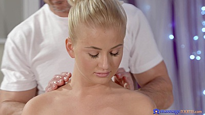 Delicious Cayla Lyons relaxes for her private massage