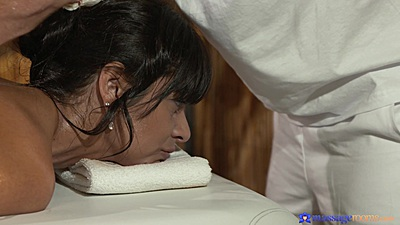 Massage with oil for tanned body Tera