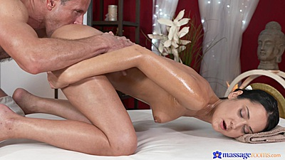 Eating pussy and dick sitting with grinding whore Angie