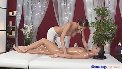 Foxy massage with two hotties Paula and Keira and some oil