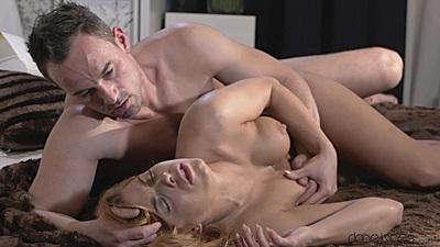 Bedroom passionate loving with medium boobs Crissy Fox