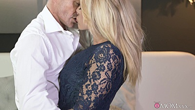 Kissing electrifying blonde milf Brittany Bardot with some oral