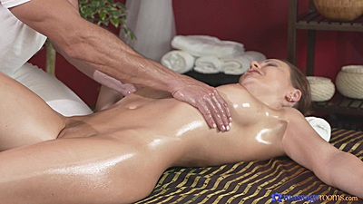 Great body all natural Tina oil massage and handjob for her masseuse