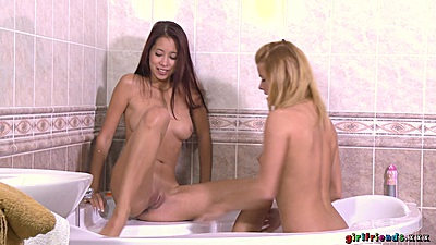 Fingering and pussy licking shower freshly shaved sluts Paula and Crissy Fox