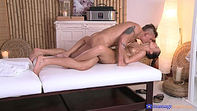 Missionary oil fuck during massage with Natalie