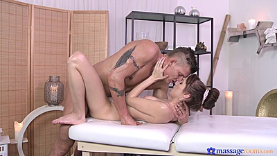 Kissing and fucking a nice body young euro whore Chelsy
