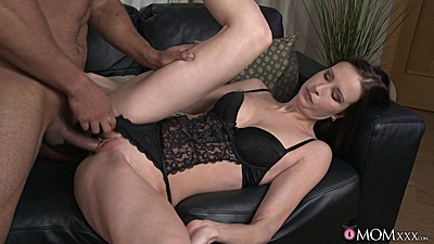 Naughty mom alone with the man of her dreams Evelyn Lopez