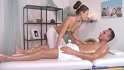 Friendly Ivy and Johny private oil massage with handjob