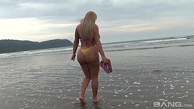 Walking around on the beach with bubble butt brazilian girls Paola Melao and Melissa Pitanga