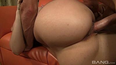 Bubble butt mature mom penetration with big jugg Alana Evans
