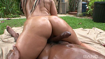 Crack fuck with with oil in pov outdoors with bubble butt Nikki Vixon