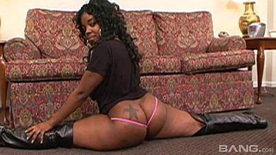 Bubble butt flexible ebony twerker Tasteful shows her splits skills