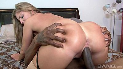 Round ass milf Brianna Brooks enjoying her final big black cock sastisfaction