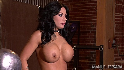 Behind the scenes posing girl Tarra White shows off huge melons