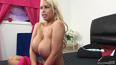 Huge tits latina Bridgette B comes in to suck