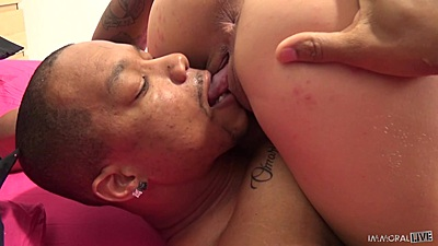 Sitting on face pussy eating and 69 with angelic Brooke Summers