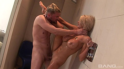 Shower standing fuck with oiled whore Tia Layne