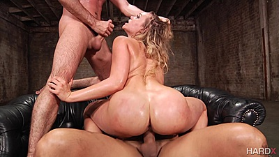 Bubble butt dick jumping and frontal rough sex with Mia Malkova