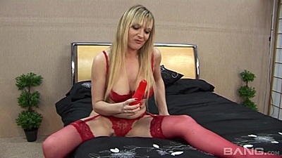 Bras and panties solo slut fucking her own pussy
