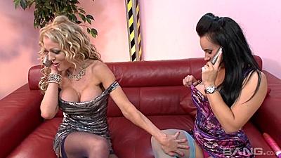 Fresh lesbian sluts Eva May and Cindy Behr