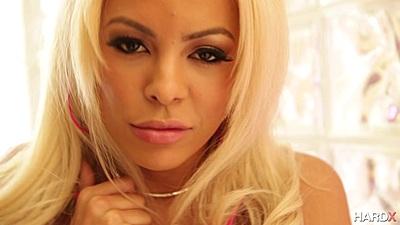 Smart looking latina blonde Luna Star gives oral