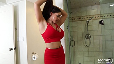 Busty solo milf Marta La Croft goes to get cleaned up int eh shower