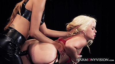 Strap on lesbian tapping with Carla Kinky and Talia Mint