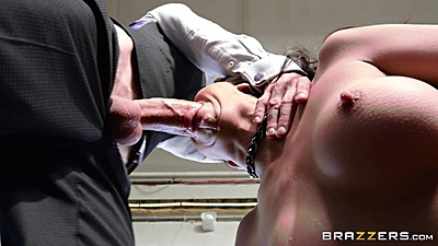 Deep throat and slobbing with hungry psycho latina Julia De Lucia
