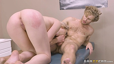 Nice booty and body fair skinned white patient Lily Labeau sucks doctor