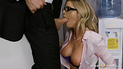 Jessa Rhodes nice mouth opening for water cooler oral