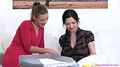 Alexis Emilia and Skyla and Daphne do toy testing