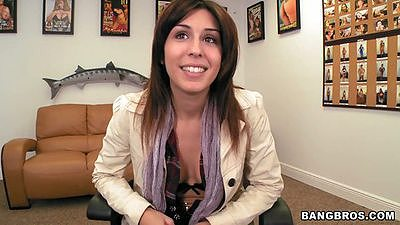 Natalie Nunez comes to facial fest and has a chat