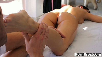Kourtney Kane comes in for a nice private massage on a table