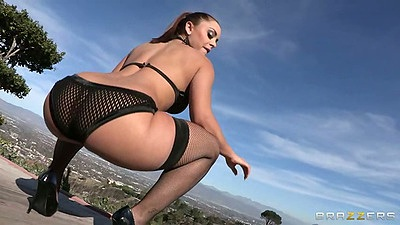 Liza Del Sierra posing her round ass outdoors in fishnet panties