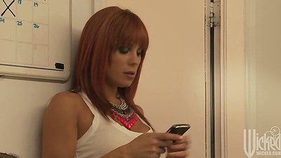 Redhead milf Kirsten Price texting and making out with man