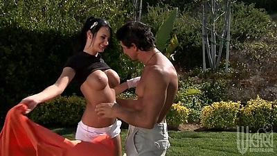 Big tits milf Alektra Blue outdoor blowjob with juicy titty fuck