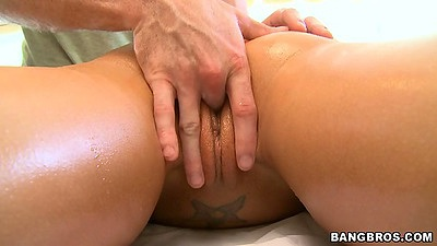 Fingering shaved pussy Rachel Starr during oil massage and she likes it