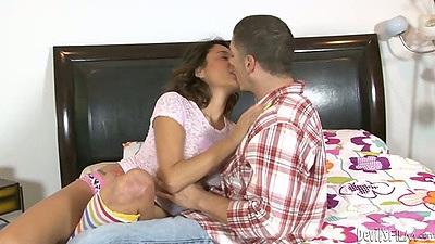 Fingering and sucking from sexy babysitter Gigi Loren