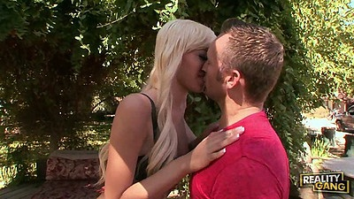 Blonde outdoor making out and sucking with Emma Mae