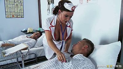 Doctor milf Diamond Foxxx checking patients cock