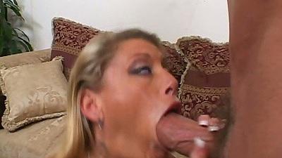 Milf Chelsie Zinn deep throats dick