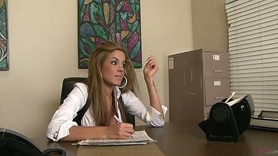 Office slut Isis Taylor doing her work